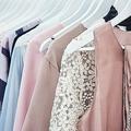 新品の服が借り放題のサービス 使った服は中古販売、在庫リスクなし