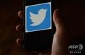 スマートフォンの画面に表示されたツイッターのロゴ(2020年5月27日撮影、資料写真)。(c)Olivier DOULIERY / AFP