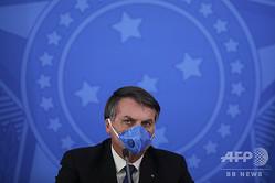 ブラジル・ブラジリアで新型コロナウイルスに関する記者会見に臨むジャイル・ボルソナロ大統領(2020年3月20日撮影)。(c)Sergio LIMA / AFP