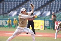 上野の超人的な投球に、賛辞が寄せられている【写真:荒川祐史】