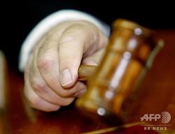 裁判で使用される小づち(2003年10月19日撮影、資料写真)。(c)AFP PHOTO / POOL / GIL COHEN MAGEN