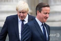 デービッド・キャメロン英首相(右)とボリス・ジョンソン・ロンドン市長(左)。英ロンドンにて(2015年7月7日撮影、資料写真、肩書は当時)。(c)JACK TAYLOR / AFP