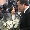 韓国の李洛淵首相が新大久保を訪問 若者に人気のチーズホットドッグ試食