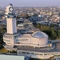 日本標準時子午線上に建つ明石市立天文科学館