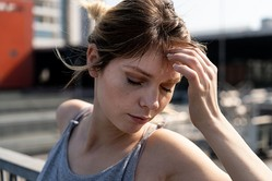 最低のどん底体験…女性約200人に聞いた「人生で初めての挫折」3選