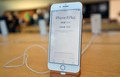 iPhone8は中国では人気が出ていないようだ。写真はサンフランシスコの店頭に展示されたiPhone8Plus。(JOSH EDELSON/AFP/Getty Images)