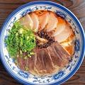 蘭州牛肉麺(850円)。牛骨の清湯スープは牛の旨味が効いた軽いボディ/周記 蘭州牛肉麺 難波本店