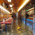 「水の都」ベネチア 高潮で水没