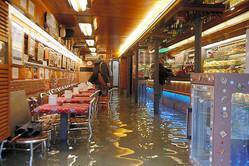 高潮被害で浸水したバール(カフェ)の店内=12日、ベネチア、AP