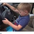ガソリンスタンドまで車を運転した4歳児(画像は『FOX 9 2019年6月14日付「Boy, 4, takes great-grandfather's SUV on cruise for candy in Blaine, Minn.」』のスクリーンショット)