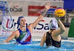水球女子、東京五輪世界最終予選、グループA第1節、フランス対イタリア。試合に臨む選手(2021年1月19日撮影)。(c)MIGUEL MEDINA / AFP