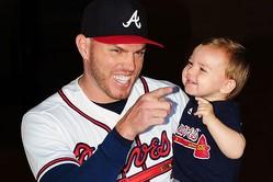 ブレーブスのフリーマンと息子のチャーリー君【写真:Getty Images】