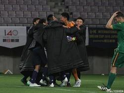 PK戦勝利を喜ぶU-16日本代表イレブン