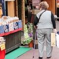 高齢者の消費を煽れないテレビ番組「余裕消えた」CMの劣化を指摘