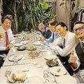 安倍首相がTOKIOと会食 笑顔の写真をSNSに投稿し話題に