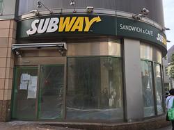 3月31日に閉店したサブウェイ三軒茶屋店。閉店直後には、店内の什器や備品を販売していた。(東京都世田谷区/編集部撮影)
