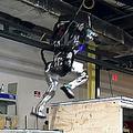 ロボットが自然で見事なジャンプ 見たことがないほどの高い機動性