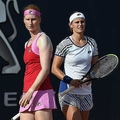 女子テニスのダブルスペアが同性婚を発表。試合後のキスでも話題に
