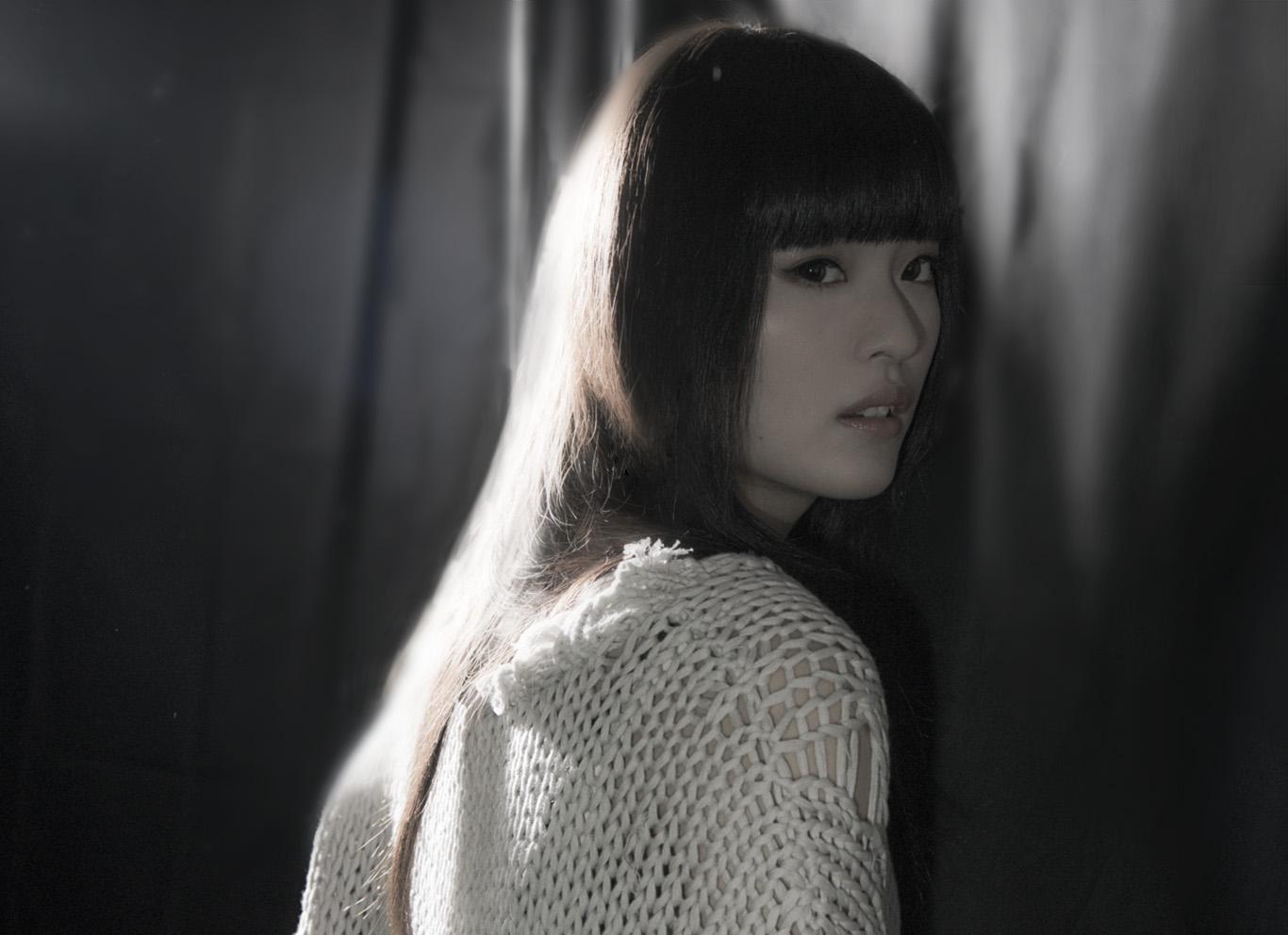 期待の歌姫、ASCAデビュー! ミステリアスなシンガーが過去、現在、未来を語る