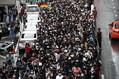 バンコク各駅で一斉に反政府デモ 学生ら強行、交通網まひ