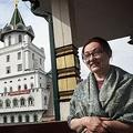 夫のDVから逃れ、モスクワ市内のホテルに避難した歌手のイニタ・アフチャモバさん(2020年5月21日撮影)。(c)Alexander NEMENOV / AFP