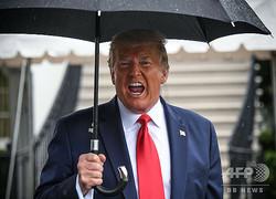 米ホワイトハウスで、記者団に話すドナルド・トランプ米大統領(2020年6月20日撮影)。(c)Eric BARADAT / AFP