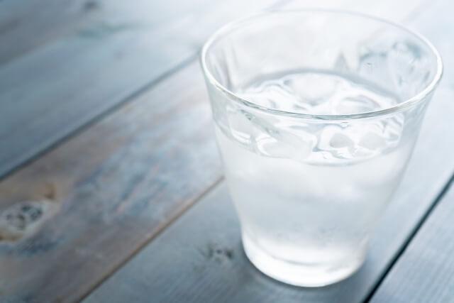 飲食店では飲み物を注文しなきゃダメ? 居酒屋やフレンチでも「水がいい」という投稿者に批判相次ぐ