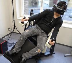 VR用揺さぶりいす(モーションベース)