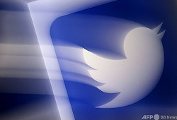 交流サイト(SNS)大手の米ツイッターのロゴ(2020年8月10日撮影、資料写真)。(c)Olivier DOULIERY / AFP