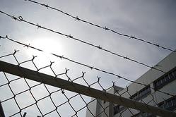 成績低下を叱られ母親を絞殺、17歳少年に懲役45年