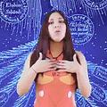 「新世紀エヴァンゲリオン」のキャラクター、アスカのコスプレ姿で、主題歌を歌うペルー国会議員選候補のミラグロス・フアレスさん=ツイッターから