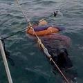 海で漂流していた46歳の女性(画像は『The US Sun 2020年9月29日付「CASTAWAY RIDDLE Mystery as woman missing for TWO YEARS found alive floating at sea by baffled fishermen」(Credit: Rolando Visbal Lux/Newsflash)』のスクリーンショット)