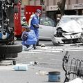 東京・池袋で乗用車が暴走し母子が死亡した事故の現場を調べる警察官=2019年4月19日、共同通信社提供