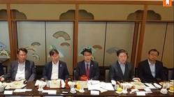 懇談会に出席した野党議員5人。中央が尹相現氏=29日、東京(聯合ニュース)