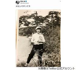 """松本人志の""""若い頃のオカン""""写真に反響"""