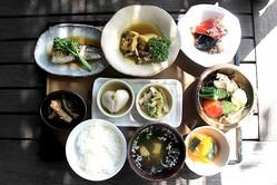 「和食中心の日本人」には欧米のダイエット法は不要