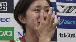 バレーボール女子日本代表・長岡は復帰戦後の会見で涙を流す(C)TBS
