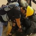 変装した警官がデモ参加者を逮捕 香港警察「おとり作戦」認める
