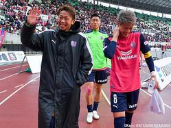 セレッソ大阪MF清武弘嗣(写真左)