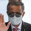 スイス・ジュネーブのイベントにマスク姿で出席した、テドロス・アダノム・ゲブレイェスス事務局長(2020年6月11日撮影)。(c)AFP