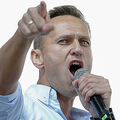 ロシアの首都モスクワで、市議選への野党・独立系候補者の立候補を認めるよう求めるデモで演説するロシアの野党指導者、アレクセイ・ナワリヌイ氏(2019年7月20日撮影)。(c)Maxim ZMEYEV / AFP