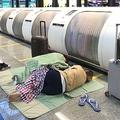 エバー航空のCAによるストライキ実施で空港内で滞在を余儀なくされた旅客