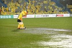 J2の優勝・昇格争いに絡む、柏×水戸、大宮、横浜FC、などの試合が開催中止となった。写真:田中研治
