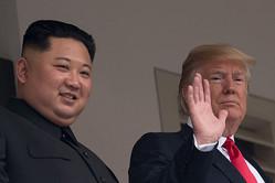 """両首脳と通訳だけの""""密室会談""""、閣僚らを交えての拡大折衝を経て署名された合意文書の中身はスカスカ。核廃棄に向けた具体的なプロセスの設定や、絶対必要なはずの約束事など、すべてが「持ち越し」に…"""