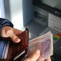 コロナ対策で外出禁止令が出ているイギリス 数日で現金利用者が半減?
