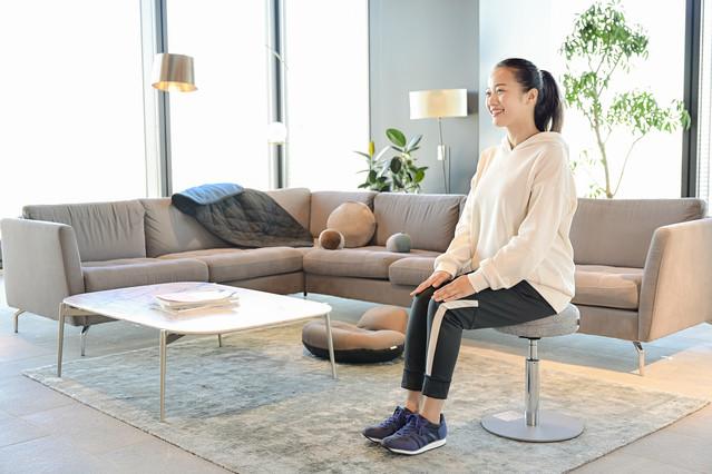 座る&立つで、効果的に「美脚&美尻」を目指せる! 通販で大人気のオシャレスツールを試してみた