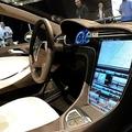 米電気自動車(EV)大手テスラの高級セダン「モデルS」のタッチパネル。カリフォルニア州ホーソーンにて(2009年3月26日撮影、資料写真)。(c)Robyn BECK / AFP