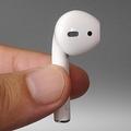 「うどんが耳から出ている」などと言われる独特の形状。外観は第1世代モデルと同一