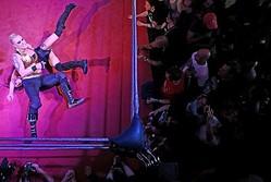女子プロレスを題材にした米ネットドラマが追い風となっているという。写真はロンドンで今月12日撮影  - (2017年 ロイター/Neil Hall)