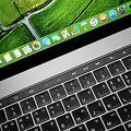 新型MacBookに代用?Appleが「2画面型折り畳みデバイス」の特許を取得